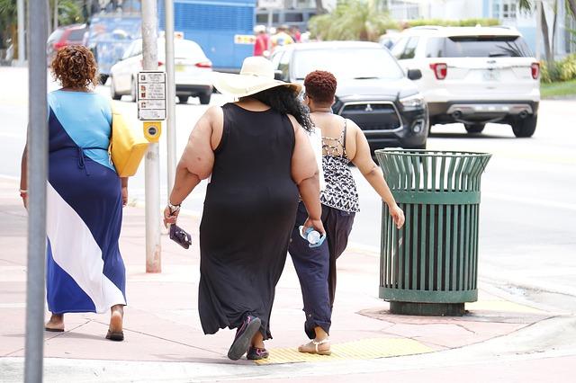 tři obézní ženy