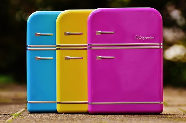 tři chladničky